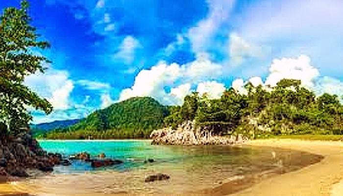 Kecantikan pantai perawan Teluk Jantang di Aceh Besar