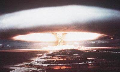 Sebuah gambar yang diambil pada tahun 1971 menunjukkan ledakan nuklir di Mururoa Atoll. (Foto: AFP/Getty)