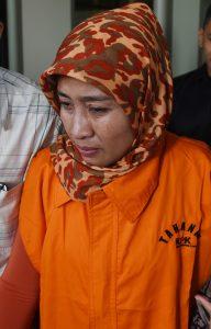 Istri terdakwa kasus suap BPJS yang juga mantan Kadis Kesehatan Subang Jajang Abdul Kholik, Lenih Marliani/Foto via Antara