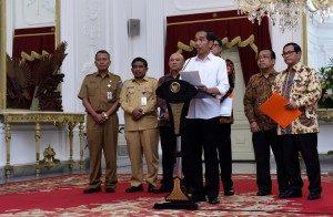 Presiden Jokowi saat memberikan keterangan pers, di Istana Merdeka, Jakarta, Senin (13/6) sore/Foto: Humas/Jay