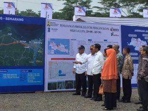 Presiden Joko Widodo tinjau rancangan pembangunan jalan tol di Jawa Tengah/Foto: N. Putih