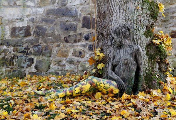 Lukisan Tubuh Nadine menyerupai pohon dan dedaunan Karya Jörg Düsterwald/Sumber lukisan akun facebook Jörg Düsterwald