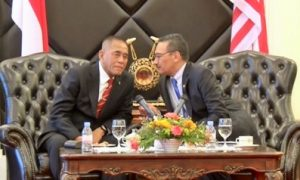 Menteri Pertahanan Indonesia, Ryamizard Ryacudu (Kiri) dan Menteri Pertahanan Malaysia, Hishammuddin Hussein (kanan) /Ilustrasi NUSANTARANEWS