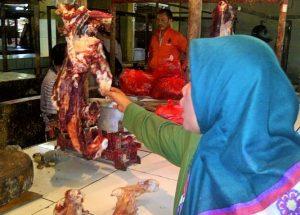 Dok. Salah satu pedangang di Pasar Semi Induk Pondok Gede, Bekasi / Senin (30/5/2016)/NUSANTARANEWS.CO/Ahmad Cinde