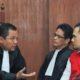 Dok. Kuasa hukum berdiskusi dengan Saipul Jamil sebelum sidang dimulai di Pengadilan Negeri Jakarta Utara, Rabu, 18 Mie 2016/Foto via liputan6