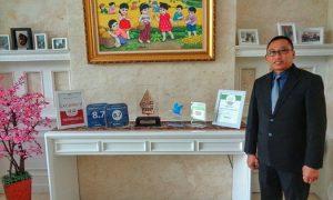 Ervin Erryawan, General Manager GPH berfoto bersama rangkaian penghargaan/Foto Nusantantaranews