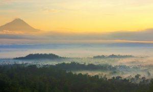 Megahnya Gunung Merapi-Merbabu dan Candi Borobudur nampak dari Bukit Punthuk Situmbu/Foto Nusantaranews via jalananjogja