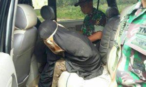 Posisi Dalima Dalam Mobil Setelah ditangkap Tim Alfa 17 Yonif 303 Kostrad/Foto Nusantaranews