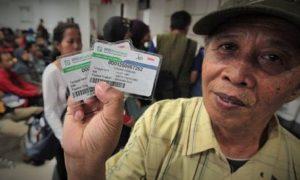 Salah Lelaki Paruh Baya Tunjukkan Kartu BPJS Kesehatan Palsu yang Beredar di Bandung/Foto Nusantaranews via kesmas-id