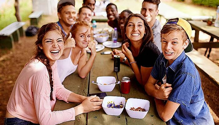Perilaku seksual remaja lebih dipengaruhi oleh teman sebaya.