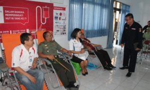 HIPMI Bersama Kodim 0824 Jember Dalam Baksos Donor Darah/Foto nusantaranews (sis24)