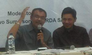 Dahrin La Ode sedang menyampaikan materi dalam diskusi politik yang diadakan Sabang Merauke Circle/Foto nusantaranews/Leman