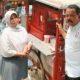 Ketua Umum DPP APKLI Ali Mahsun dengan salah satu pedagang Soto/Foto nusantaranews via swarasenayan