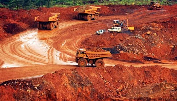 Trucks transporting raw nickel mining in Sorowako, Sulawesi/Foto REUTERS/Yusuf Ahmad via tempo