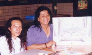 W.S Rendra menunjukkan Lukisan sambil Tertawa dan Jose Rizal Manua tengah/Foto nusantaranews via Dok. Jose Rizal Manua