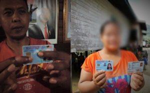 Warga Masyarakat Perbatasan RI-Malaysia Tunjukkan Kartu Kewarganegaraan ganda/Foto Eddy/Nusantaranews