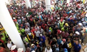 2.500 Buruh dan 73 Kelompok Tani demo tuntut Pemerintah Tinjau Pencabutan SK HGU PT. NJL/Foto nusantaranews/Eddy