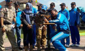 Seremonial pembukaan Porkab 5 dan Kejurkab 3 Panjat Tebing oleh Bupati Ponorogo dengan menembak tangkai balon udara/Foto Nusantaranews/Cholis