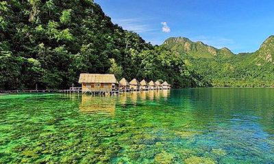 Menikmati keindahan pantai Ora, Maluku Tengah.