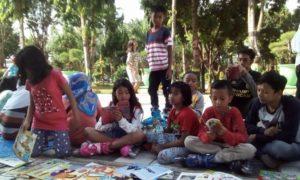 Perpustakaan Kolektif #Toremaos di Taman Adipura Sumenep, Mingggu (4/9/2016)/Foto Untung Wahyudi