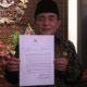 Ketua DPR RI, Ade Komarudin menunjukkan surat dari Presiden Jokowi terkait pergantian KaBIN/Nusantaranews Photo/Deni Muhtarudin