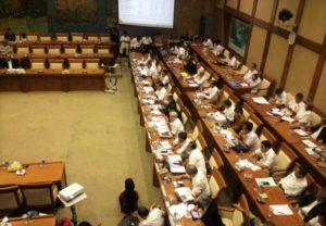 Suasana rapat Komisi VII dengan Menko Maritim Luhut BP beserta jajaran Kementerian ESDM/Nusantaranews Photo/Deni Muhtarudin