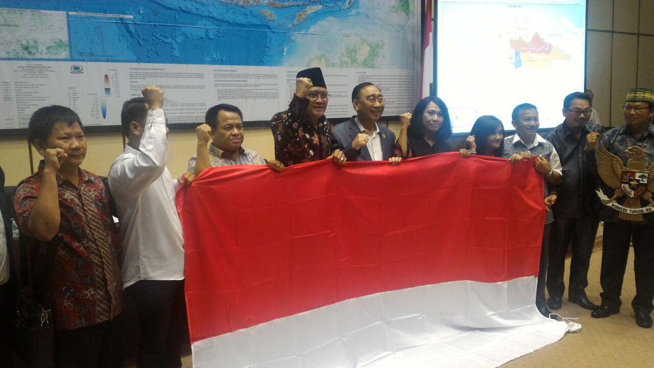 Masyarakat DOB Kabudaya beserta Anggota Komisi II DPR RI/Foto nusantaranews/Muhtar