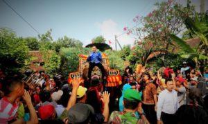 Ibas Diarak Kesenian Reyog saat berkunjung ke Desa Pupus, Kecamatan Lembeyan, Magetan, Jawa Timur/Foto nusantaranews/Muh Nurcholis