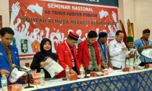 10 OKP Cipayung Plus Saat Penerimaan Kaos. Foto Romandhon Nusantaranews