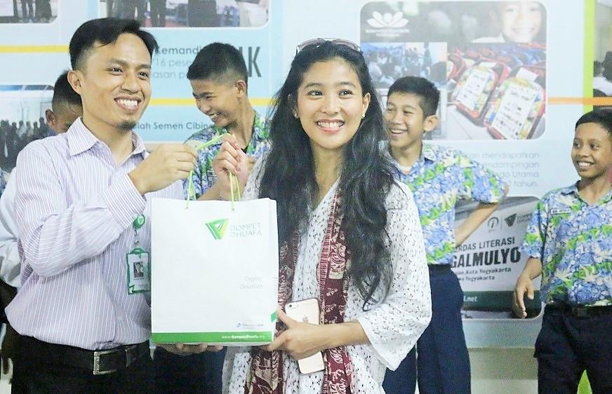 Olivia Zalianty Berbagi Inspirasi Kepada Siswa SMART Ekselensia Indonesia Dompet Dhuafa/Foto Aza el/Nusantaranews