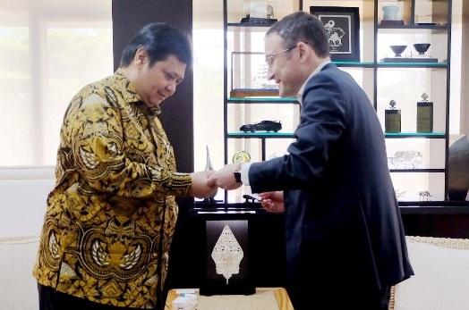 Airlangga Hartarto menerima kunjungan Direktur South Asia Apple. Foto Dok. Kemenperin