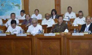 Menteri ESDM melakukan Rapat Kerja dengan Anggota DPR Komisi VII membahas Penyesuaian RKAKL Kementerian ESDM TA 2017 di Gedung Nusantara I, DPR RI, Kamis (20/10)/Foto: Dok. Humas ESDM