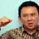 Gubernur DKI Jakarta sekaligus Sang Petahana Basuki Tjahaya Purnama Tampak mengepalkan tangan/Foto: Aktual Post