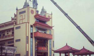 """Hai pak president @jokowi saat ini kota tanjung balai asahan sedang krisis masalah agama.Seperti penurunan patung buddha,"" tulis pemilik akun @pothechan"