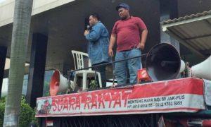 Massa Demo Reklamasi Sempat Tutup Jalan/Foto Fadilah/Nusantaranews