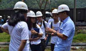 mahasiswa asing peserta Summer Program Institut Informatika dan Bisnis (IBI) Darmajaya melakukan kunjungan industri ke PT Bukit Asam Tarahan Foto Hendra Wahyuno/Nusantaranews