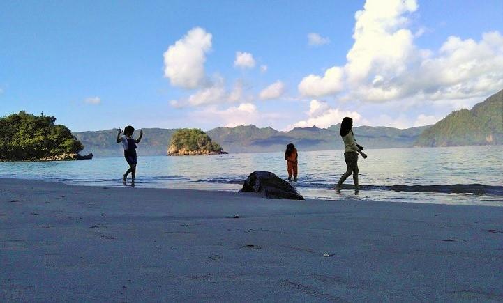 Keelokan Pantai Karanggongso/ Foto: Dok. @nyetilmedia