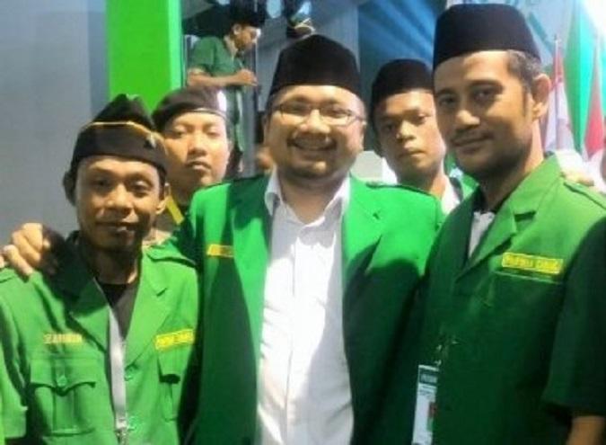 Ketua Umum PP GP Ansor, H. Yaqut Cholil Qoumas (Tengah)/Foto: via metrotvnews.com