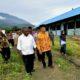 Mendikbud Muhadjir Effendy bersama Bupati Jayapura Mathius Awaitouw/Foto: dok. kemendikbud