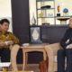 Menteri Perindustrian Airlangga Hartarto berbincang-bincang dengan Direktur South Asia Apple Michel Coulomb di Kementerian Perindustrian, Jakarta, 25 Oktober 2016. Foto Dok. Kemenperin