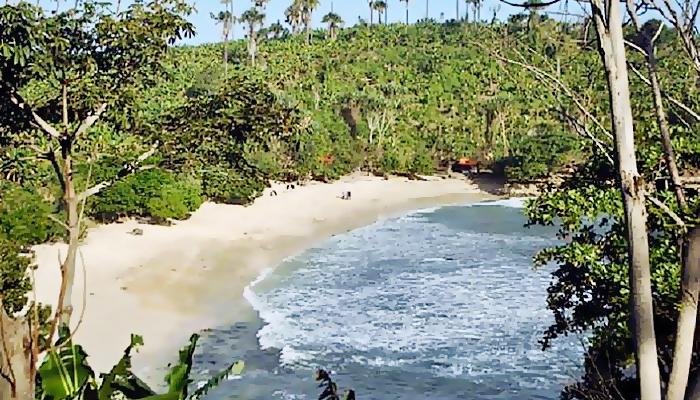 Pantai Coro hadirkan surga kecil di Tulungagung.