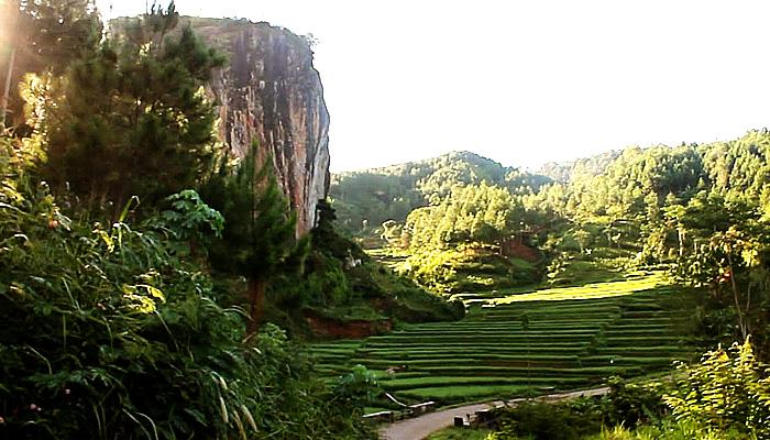 Watu Semaur cocok untuk menikmati mountainering dan climbing.