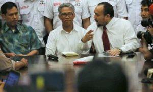 Buni Yani saat menggelar jumpa pers di kawasan Kuningan, Senin (7/11)/Foto: Dok. CNN Indonesia / Makki