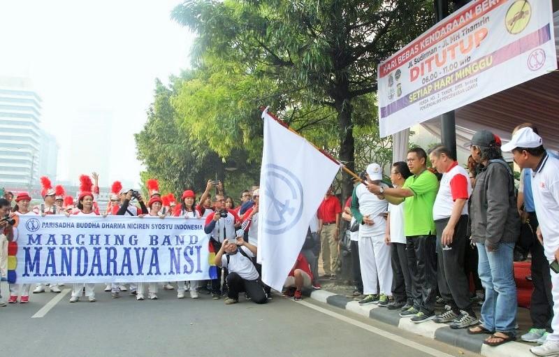 Menag Lukman Hakim Saifuddin melepas peserta GJK dalam rangka Ultah Niciren Syosyu Indonesia (NSI) ke 52/Foto: Dok. Kemenag/sandi