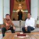 Presiden Jokowi saat berbincang dengan Wapres JK di beranda Istana Merdeka, Kamis (3/11) sore/Foto: Dik. Tempo.co