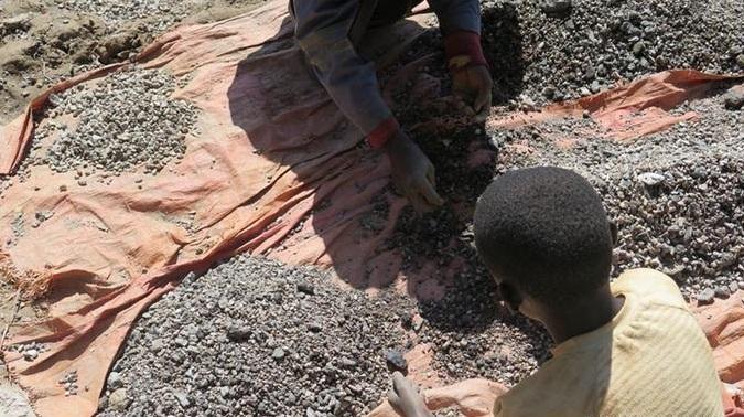 Anak-Anak Kecil di Kongo menjadi buruh kobalt. Foto via Getty