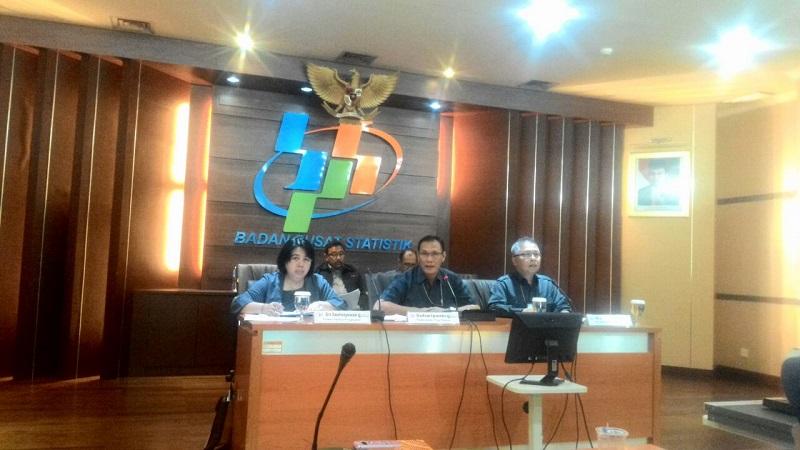 Kepala BPS Suhariyanto saat Konferensi Pers Pertumbuhan Ekonomi Kuartal III-2016 di kantor BPS, Jakarta, Senin (7/11/2016)/Foto Andika / Nusantaranews