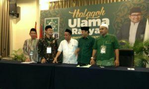 Ketua OC Halaqoh Ulama Rakyat Abdul Kadir Karding (dua dari kanan)/Foto Hatiem / NUSANTARAnews