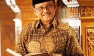 Mantan Presiden BJ Habibie. Foto via Borobudur