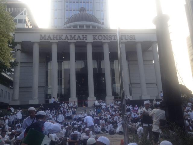 Massa aksi 4 november menduduki Gedung MK. Foto Deni Muhtarudin/Nusantaranews